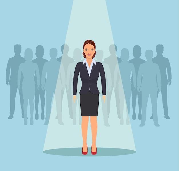 Femme d'affaires debout sous les projecteurs