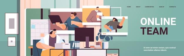 Femme d'affaires discutant avec des collègues dans les fenêtres de navigateur web lors d'un appel vidéo équipe en ligne de conférence virtuelle