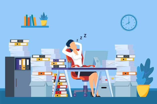 La femme d'affaires dort sur son lieu de travail