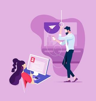 Femme d'affaires envoyant un email