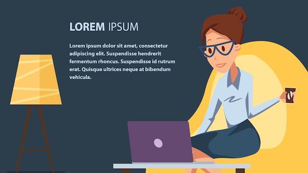 Femme d'affaires avec ordinateur portable dans un bureau confortable