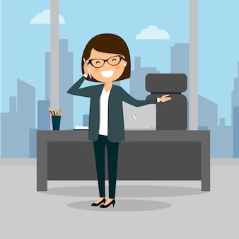 Femme d'affaires parlant au téléphone au travail