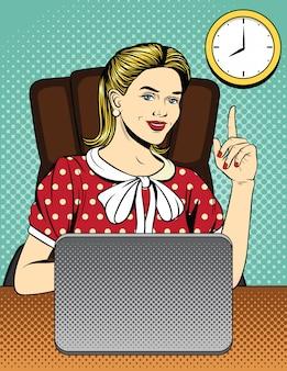 Femme d'affaires, pointant le doigt vers le haut à l'horloge