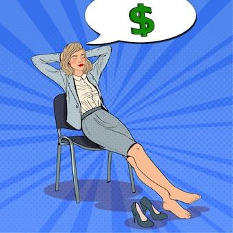 Femme d'affaires pop art se détendre et rêver d'argent.