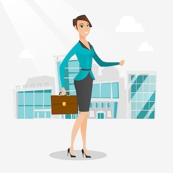 Femme d'affaires réussie à pied dans la ville.