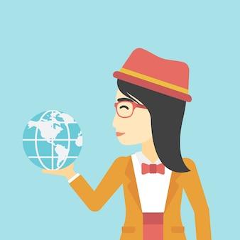 Femme d'affaires tenant le globe terrestre.