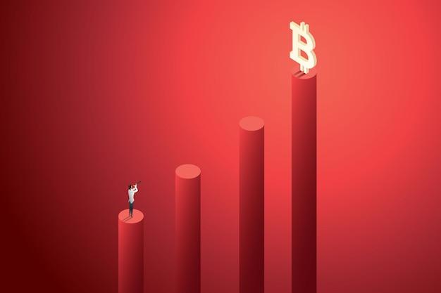 Une femme d'affaires utilisant des jumelles regarde le bitcoin comme un investissement