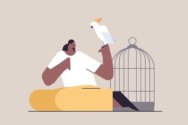 Femme afro-américaine avec perroquet fille prenant soin de l'illustration vectorielle horizontale d'oiseaux animaux de compagnie