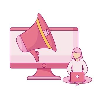 Femme assise à l'aide d'un ordinateur portable avec moniteur et mégaphone