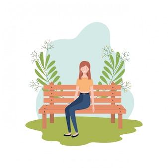 Femme assise dans une chaise de parc avec paysage