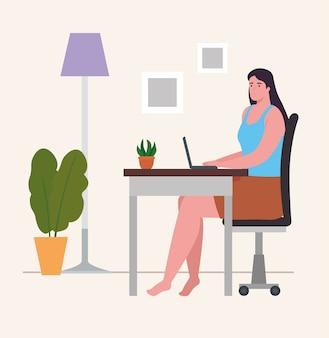 Femme au bureau avec ordinateur portable à la maison de conception d'activités et de loisirs