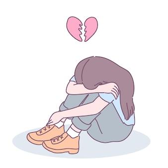Une femme au cœur brisé assise dans la maison en l'embrassant.