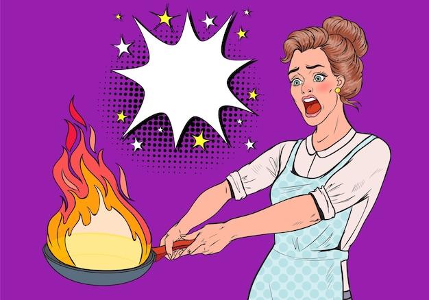 Femme au foyer pop art dans la cuisine tenant la casserole