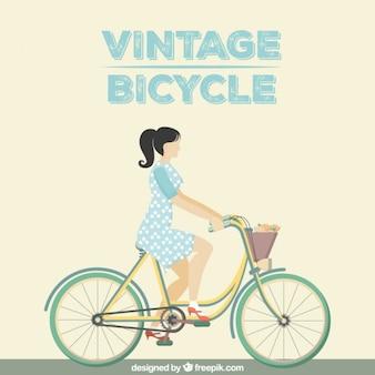 Femme sur une bicyclette millésime