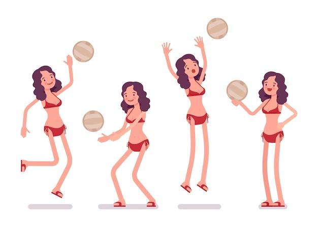 Femme en bikini jouant au volleyball de plage
