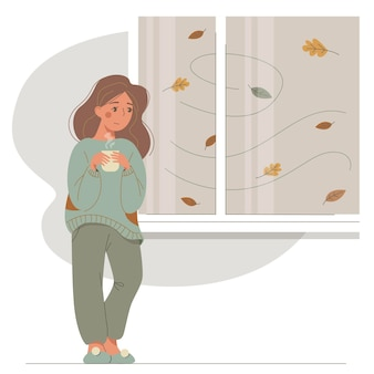 Femme bouleversée de dessin animé debout avec une tasse de thé à la fenêtre et regarde les feuilles qui tombent.