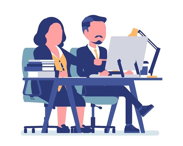 Femme coachant et encadrant un employé masculin