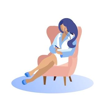 Femme en costume blanc sur chaise écrit dans le cahier.