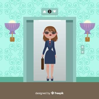 Femme dans ascenseur