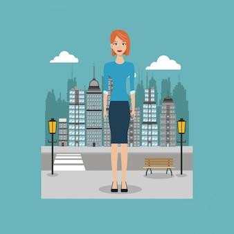 Femme debout rue ville avec brench et lampadaire
