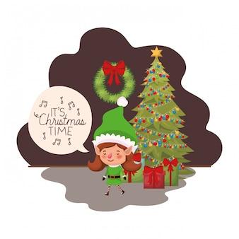 Femme elfe avec sapin de noël et cadeaux