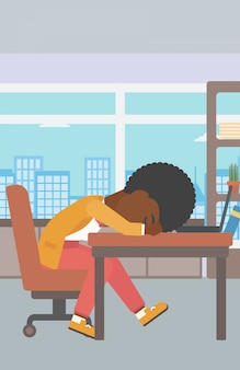 Femme endormie sur le lieu de travail