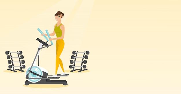 Femme exerçant sur elliptique.