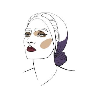 Femme en foulard aux yeux charbonneux
