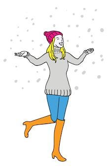 Femme heureuse dans la neige d'hiver