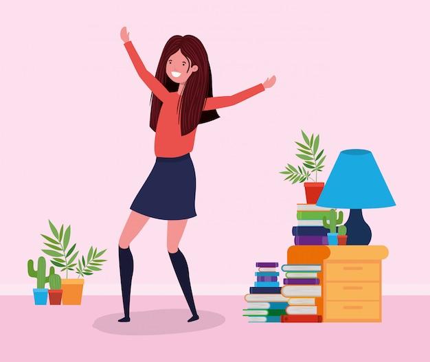 Femme heureuse dans la salle d'étude