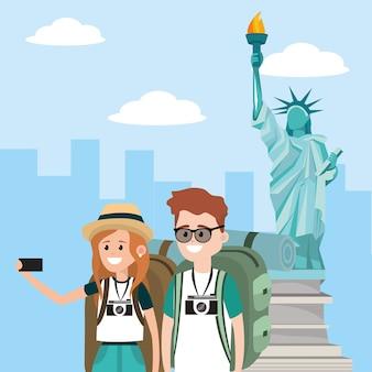 Femme et homme couple dans la statue de la liberté