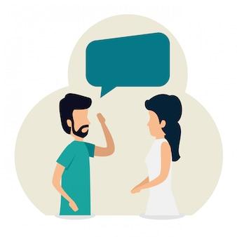 Femme et homme travaillant en équipe avec une bulle de discussion