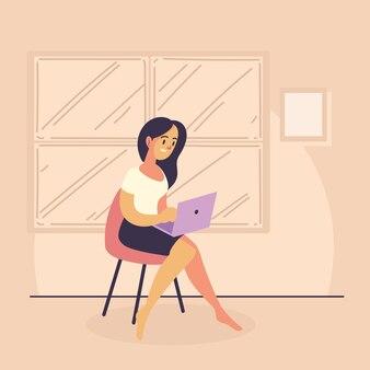 Femme indépendante avec ordinateur portable