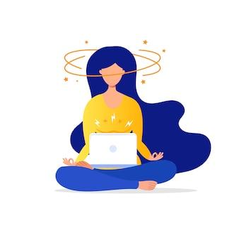Femme en lotus travaille à l'ordinateur