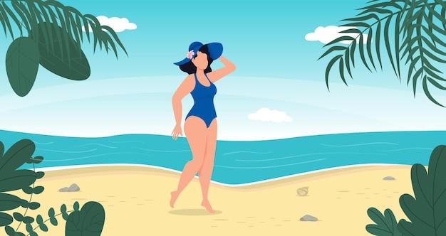 Femme en maillot de bain chapeau d'été se tenir sur la plage tropicale