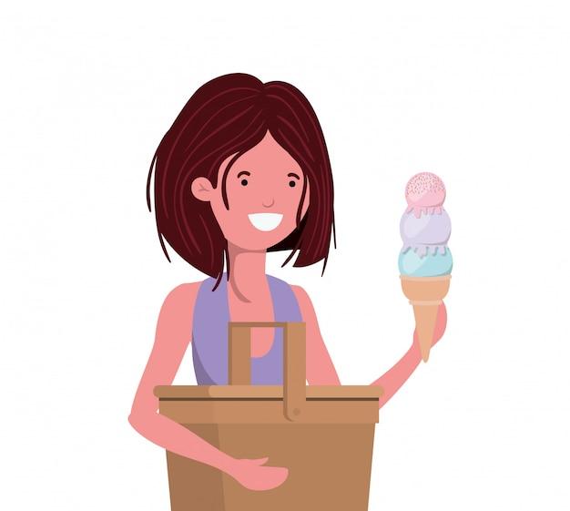 Femme avec maillot de bain et pique-nique