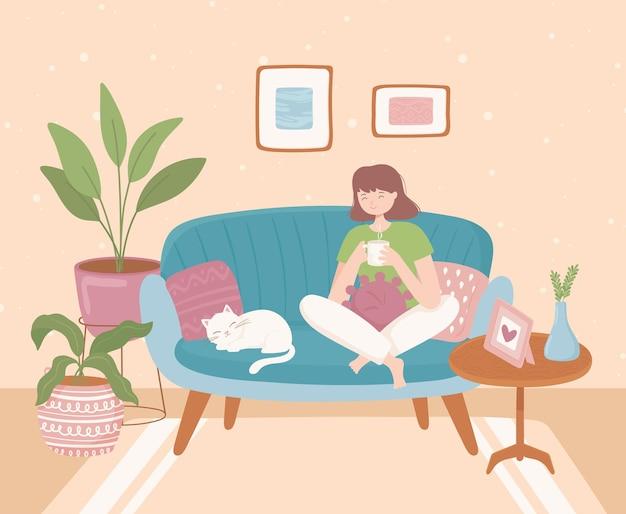 Femme à la maison confortable relaxante