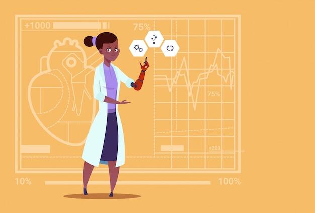 Femme médecin travaillant avec des membres artificiels de la main robotique des cliniques médicales des travailleurs de l'hôpital afro-américain