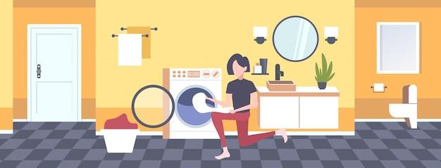 Femme, mettre, sale, vêtements, machine à laver, femme au foyer, faire, ménage, moderne, buanderie, salle, intérieur, dessin animé, caractère, pleine longueur, horizontal