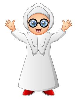Une femme musulmane debout sur le mois de ramadan portant des lunettes