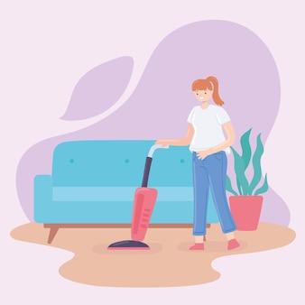 Femme nettoyant une maison