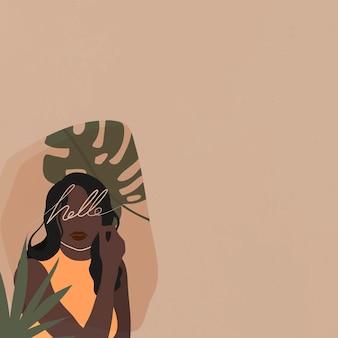 Femme noire avec une feuille de monstera