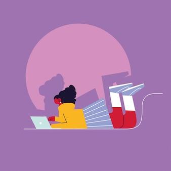 Femme avec ordinateur portable, médias sociaux