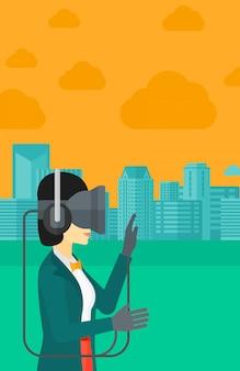Femme portant un casque de réalité virtuelle