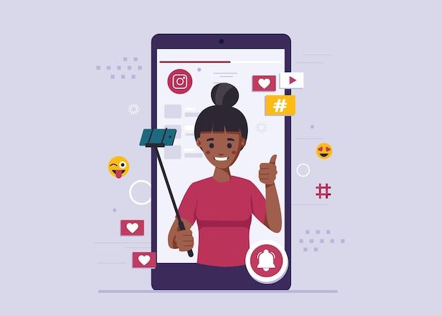Femme prend un selfie pour bloguer en ligne
