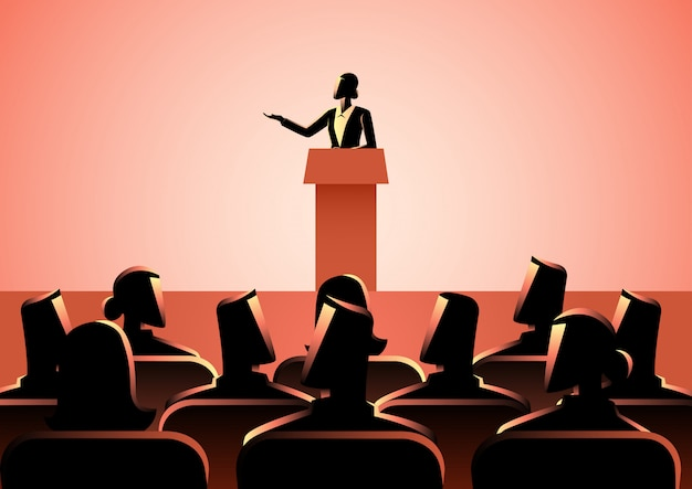 Femme prononçant un discours sur scène