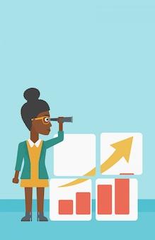 Femme à la recherche d'opportunités pour la croissance des affaires.
