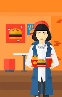 Femme avec restauration rapide