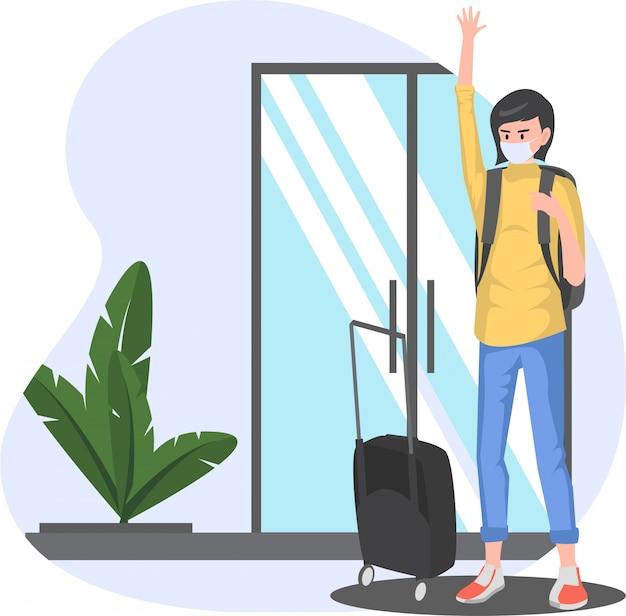 Une femme retourne dans sa ville natale en apportant sa valise