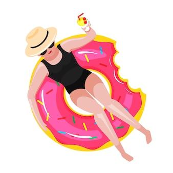 La femme se détend sur le flotteur